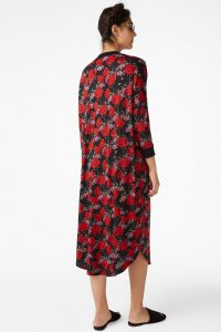 Monki - oversized t-shirt dress with rose garden print