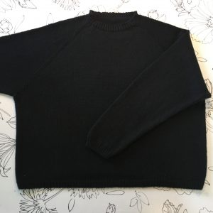 BLACK MAGIC - SIMPLE RAGLAN SWEATER